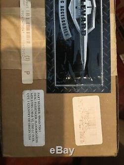OEM SUZUKI BOULEVARD- PASSENGER FLOORBOARD 990a0-75041 hm8